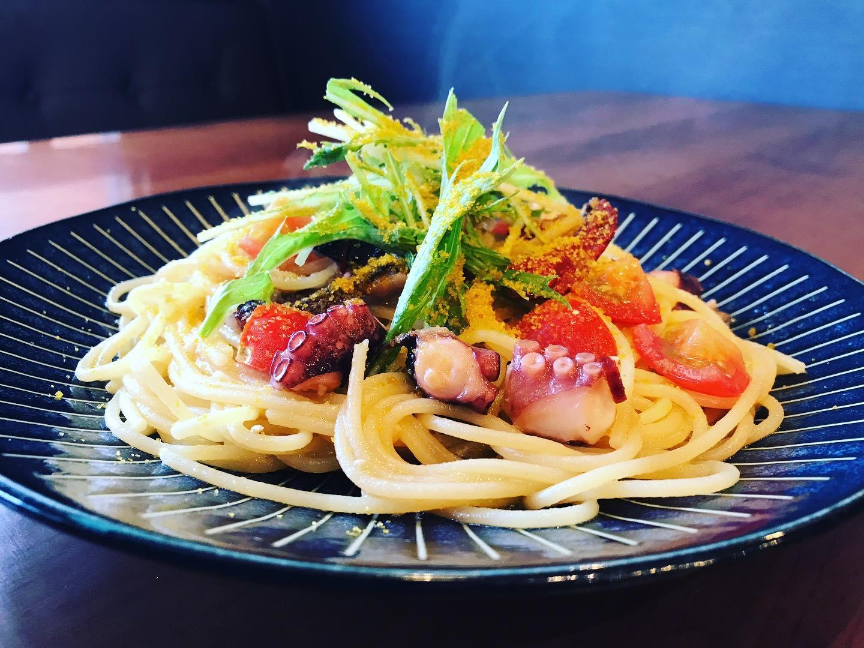 号外️明石ダコ釣れました…ので、《明石ダコとカラスミのペペロンチーノ》 ¥1100(税込)明日からやります釣魚のため、期間限定とさせていただきます是非、ご賞味ください#イタリアン #イタリア料理 #淡路島 #淡路島ランチ #淡路島カフェ #淡路島グルメ #パスタ #ピザ #レストラン #ランチ #アルチェッポ #Al_Ceppo #淡路島パスタ #淡路島ピザ #al_ceppo